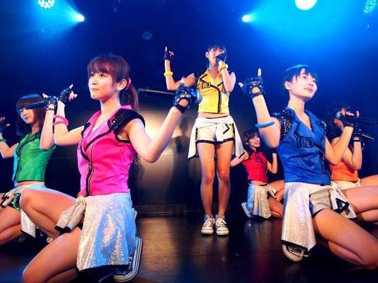 ライブレポ:新曲『虹色モザイク』はメンバーの真摯な気持ちと関根梓の小悪魔…