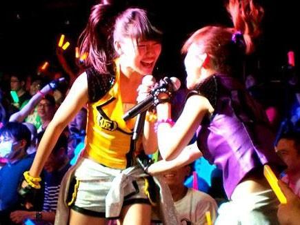 ライブレポ:こんな近くに…客席乱入でメンバーとファンがまさに一体に!