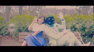 """篠崎愛、最新ミュージックビデオの共演者は、誰もが知ってる""""あの""""パフォー…"""
